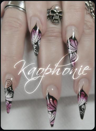 martine-stiletti-sexy-nails-001